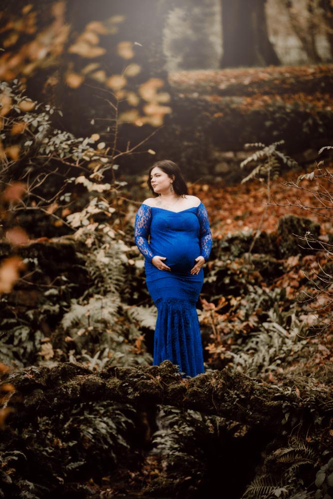 blaues Kleid Familienfotografie Schwangerschaft Babybauch Trier, Bitburg Eifel
